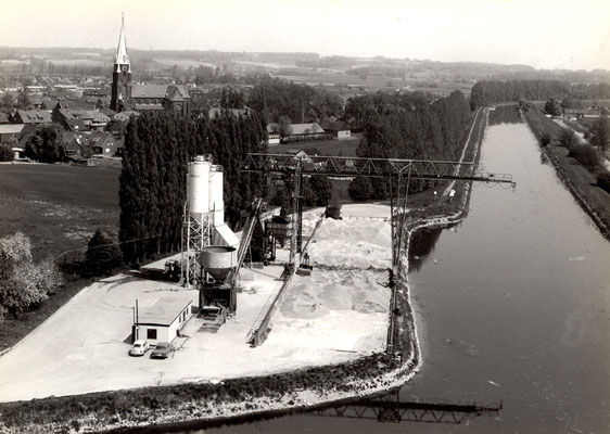 Das Betonwerk am Olfener Hafen wurde in den 60er bis zur Mitte der 70er Jahre betrieben und bis zur Schließung der Schifffahrt zum großen Teil von Schiffen beliefert.