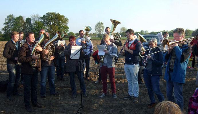 Das Musikcorps der Stadt Olfen spielt Osterlieder