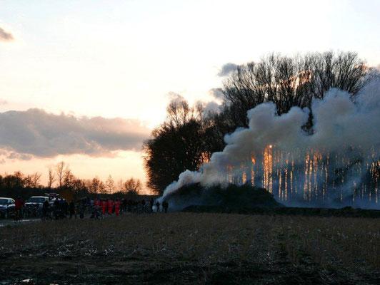 Der Rauch zieht über das Land. Foto - Strych