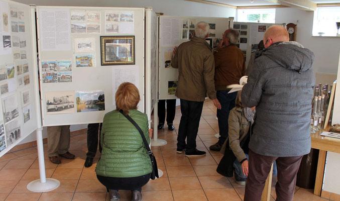 Viele Besucher interessierten sich für die alten Postkarten.