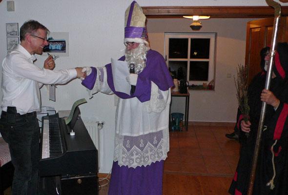 Einen besonderen Glückwunsch an den Kirchenmusiker Thomas Hessel zu seiner neuen Orgel