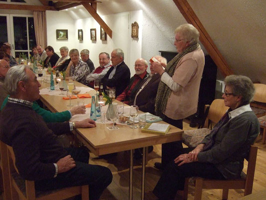 ... Hedwig Lunemann beim Vorlesen plattdeutscher Gedichte