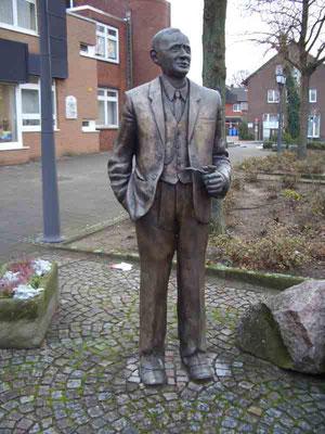Das Denkmal von Bernhard Holtmann stand bis zum Umbau an der Bilholtstraße. Sein neuer Standort wird an der Oststraße sein.