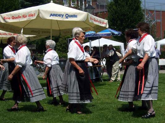 ... zum Tanz der Folkroregruppe