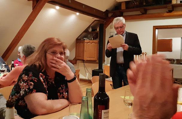 Der Vorsitzende Ludger Besse bedankt sich bei den anwesenden Gästen für deren ehrenamtliche Hilfe