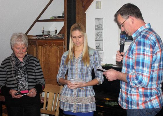 Die plattdeutsche Gruppe: Ursula Engler, Anna Heitkamp und Gerd Lübbert