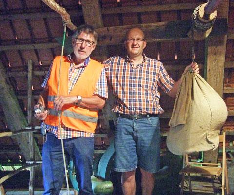 Theo Sander und Bertholt Niesmann in der Mühle