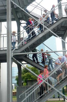 Auf der Außentreppe zur Plattform