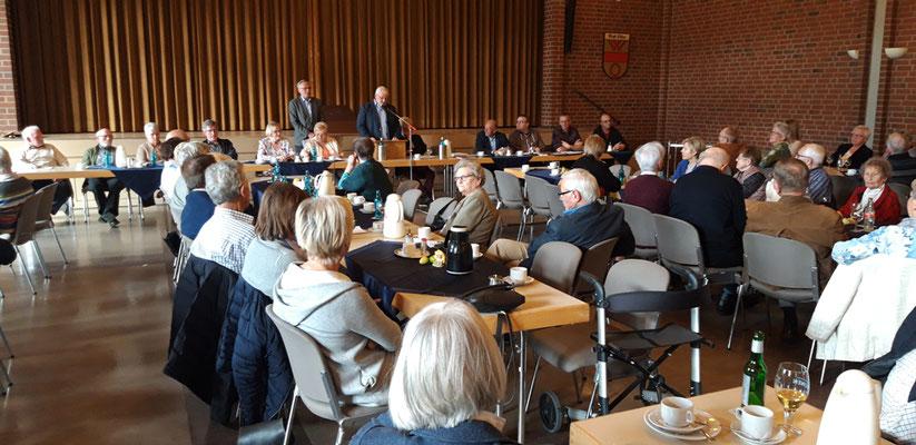 Heinrich Vinnemann und Walter Hattebuer erklären die Situation um den Vorsitz. Wer ist bereit für das Amt?