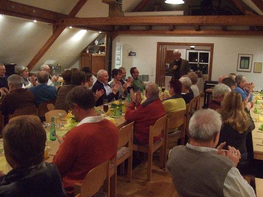 Vorsitzender Ludger Besse begrüßt die Gäste ...