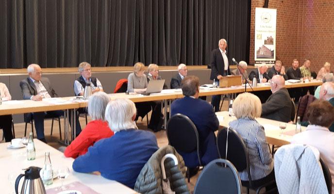 Bürgermeister Wilhelm Sendermann berichtet über die Pläne zu Olfen