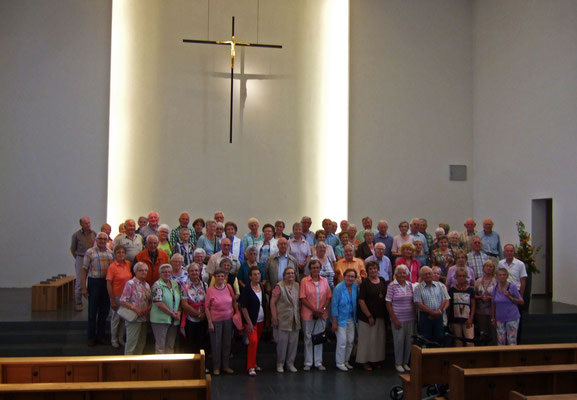 Gruppenfoto in der Pfarrkirche Anna Katharina