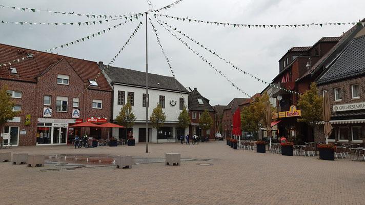2019 - der neu gestaltete Marktplatz mit den Wasserspielen Dortmund-Ems-Kanal + Lippe + Stever