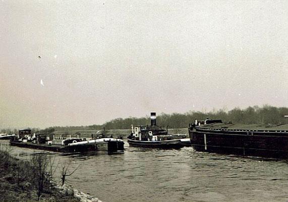 Motorschiff und Schlepper