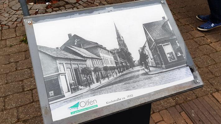 ca. 1935 - Kirchstraße gesehen vom Marktplatz mit Blick auf die Kirche St. Vitus