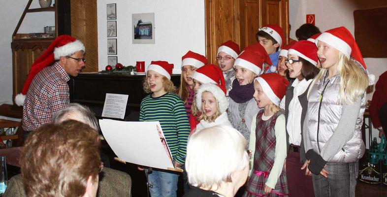 Der Kinderchor unter Leitung von Thomas Hessel versprühte eine tolle Atmosphäre - Foto: Theo Sander