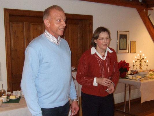 Heino Schulte im Busch und Ute Strych begrüßen die Gäste