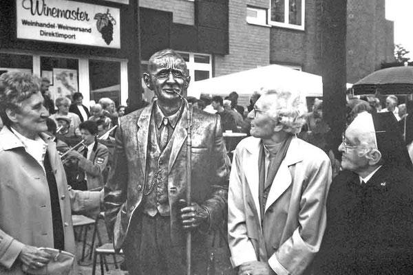Drei seiner acht Kinder konnten noch an der Feierstunde teilnehmen: vlnr: Hedwig 1920 - 2005; Agnes 1909 - 1999; Elisabeth (Schwester Maria Clotild) 1911 - 2003.