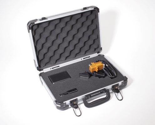 Die Foersterbrille mit Powerbank im praktischen Koffer