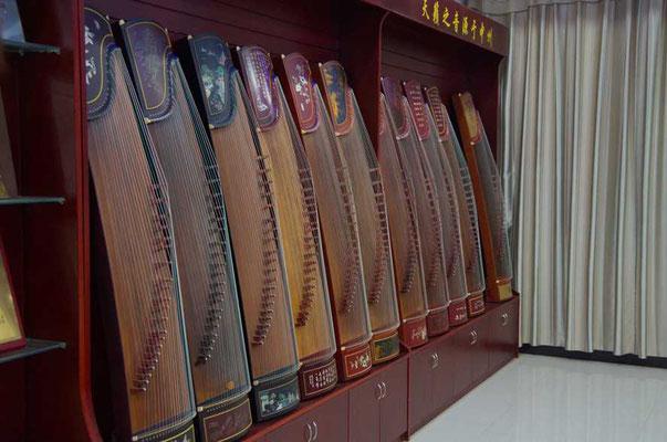 Musikinstrumente aus Paulowniaholz
