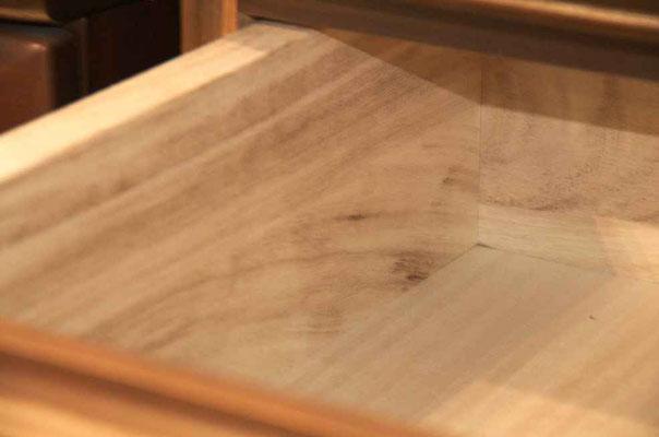 Schublade aus Paulowniaholz