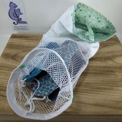 Sac à masques: le sachet est retourné et les masques sales sont dans le filet de lavage - Le Chaton et sa Poulette