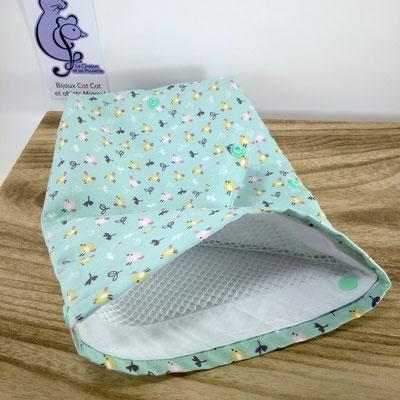 Sac à masques: le sachet ouvert avec à l'intérieur le filet de lavage inclus - Le Chaton et sa Poulette