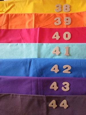 Tissus 38 jaune, 39 orange, 40 rouge, 41 bleu turquoise, 42 bleu azur, 43 violet, 44 prune