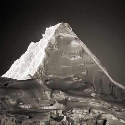 Peru: Der Berg Alpamayo in der Cordillera Blanca