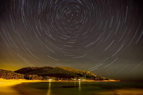 Mallorca, Cala Agulla, um den Polarstern rotierende Sterne