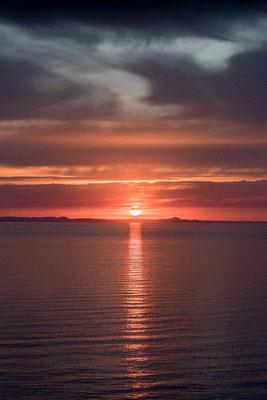 Sonnenaufgang über Menorca von Mallorca aus gesehen