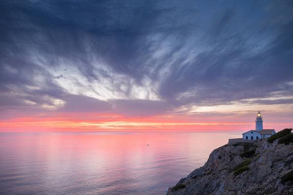 Der Leuchtturm von Capdepera auf Mallorca bei Sonnenaufgang