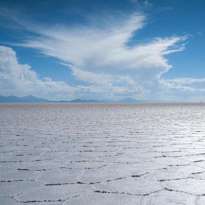 Bolivien: Wolkenformationen über dem Salzsee Salar De Uyuni