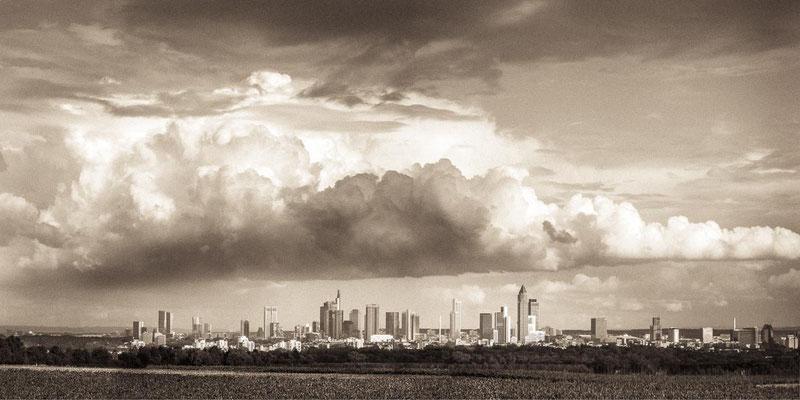 Gewitterwolke über der Stadt Frankfurt am Main