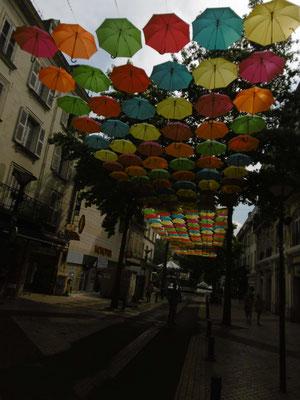 Schirm an Schirm