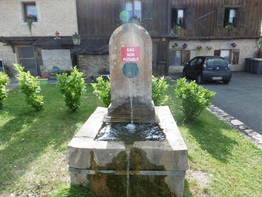 leider kein Trinkwasser, erfrischt aber auch von außen