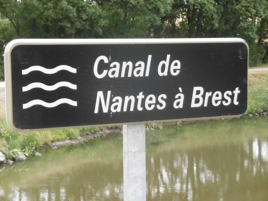 wieder am Kanal entlang