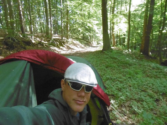 Schlafplatz im Wald