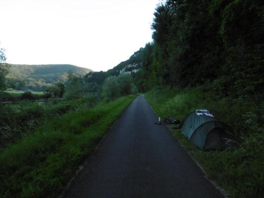 Schlafplatz direkt am Wegesrand