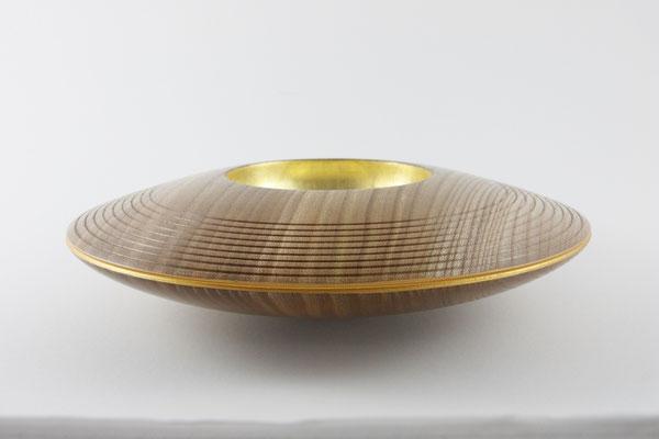Schale: Rüster (Ulme), 27 x 7 cm, Einlassungen: Blattgold 22 Karat / Preis: 400,00 € (unverkäuflich)