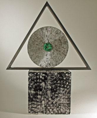 """Skulptur """"ENIGMA"""" – Kreis, Dreieck und Quadrat - Zuckerahorn, Buche, Eiche / Kreis: Blattpalladium (999,9 Feinheit) und Zentrum = Malachit / Preis: unverkäuflich"""
