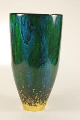 """Vase """"La nature deux"""" - Erle / h = 24 cm / Ǿ = 13 cm / WS = 4 mm / Alder Area: 6 layers Spirit stain - Gold leaf (24 carat) 3 - layers of acrylic spray laqueur"""