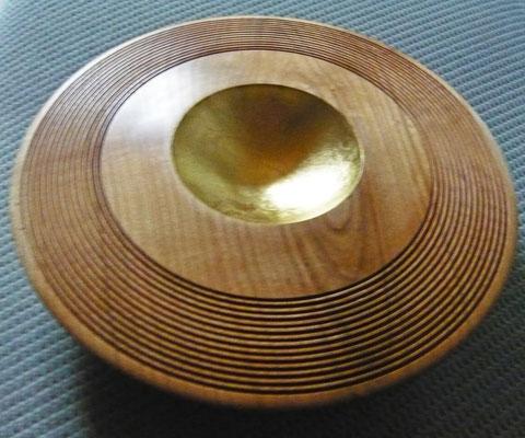 Wackelschale: Rüster (Ulme), 25 x 7 cm, Einlassungen: Blattgold 25 Karat / (unverkäuflich)