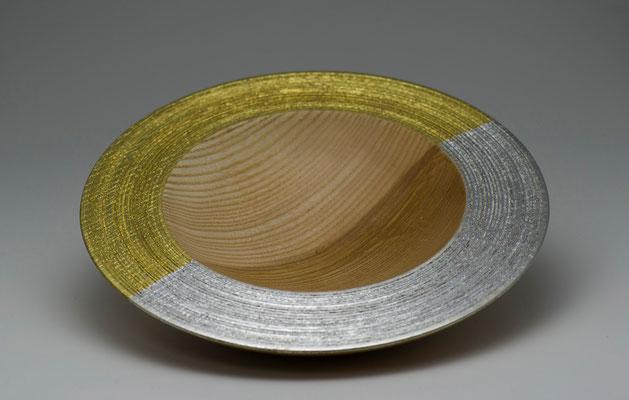 """Schale """"Yin-Yang"""":  Esche, 20 x 3 cm; Oberfläche:  gebürstet, Blattgold 22 Karat/Blattsilber / Preis: 300,00 €  (unverkäuflich)"""