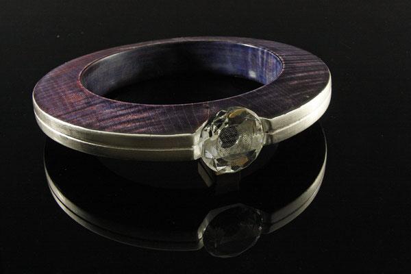 "Skulptur ""Violet Moonring"" - Ahorn, Ǿ = 25 cm (17 cm) / Wandstärke: 3,5 cm /gebeizt /Blattsilber / Kristallglas / lackiert / Preis: 550,00 €"