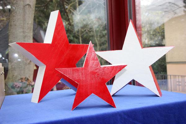 Weihnachtssterne - Esche / - Durchmesser kleiner Stern = 24 cm, Durchmesser mittlerer Stern = 34 cm. Durchmesser großer Stern = 42 cm / Holz  = 5,5 cm stark / unverkäuflich