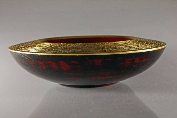 "Deko-Schale ""Feuervogel"" - Esche / h = 6 cm / Ǿ = 20 cm / Oberfläche: - Urushi Kamakura-Rot - Urushi schwarz - Blattgold 24 Karat"