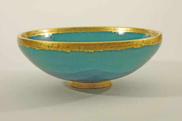 """Schale """"Jin-Yuan"""" - Esche / h = 6,5 m / Ǿ = 16,5 cm / Oberfläche: - Mischung von mehreren Beizen vor dem Auftrag - Blattgold 24 Karat / Preis: 450,00 €"""