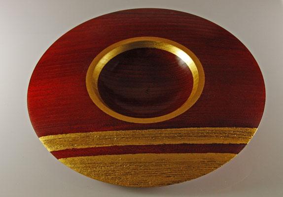 """Schale """"Die Schöne"""" - Rüster / h = 4,5 cm / Ǿ = 24 cm / Oberfläche: - Chestnut Spiritus Beize red - Blattgold 24 Karat - Chestnut Acryllack klar / Preis: 850,00 €"""