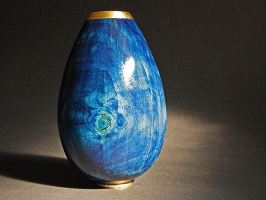 """Vase """"Ocean 2"""" - Zeder / h = 21 cm, Ǿ =12 cm / Oberfläche: - mehrere Spiritus-Beizen - Blattgold 24 Karat - Versiegelung: Acryl-Lack / Preis: 650,00 €"""